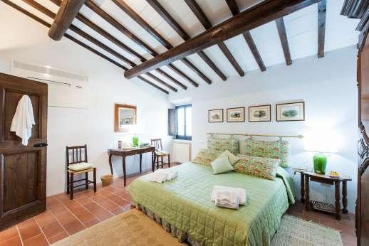 La Tegolaia - Double bedroom with en suite bathroom.