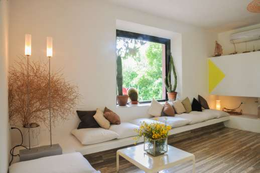 L'Agrumeto dell'Isola - Isola Rossa has a beautiful open plan and spacious layout.