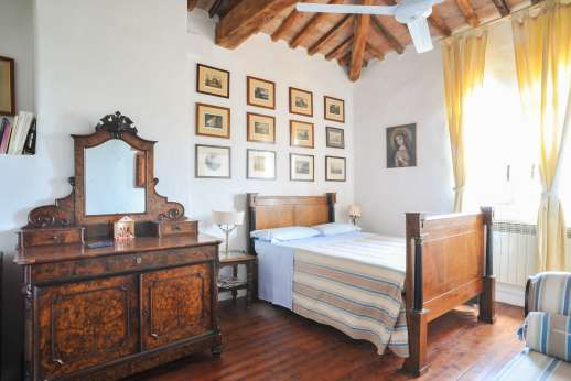 Tizzano - Second floor tower bedroom