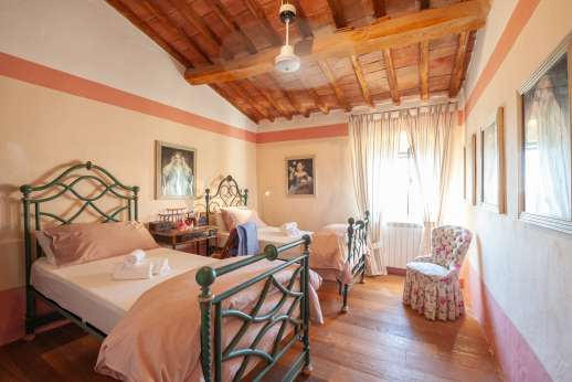 Tizzano - Beautiful wooden beams in this twin first floor bedroom.