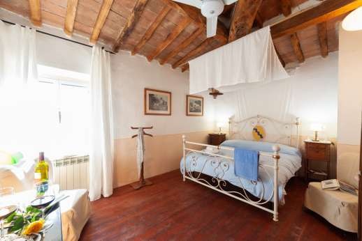 Tizzano - Brightly decorated double bedroom, first floor.