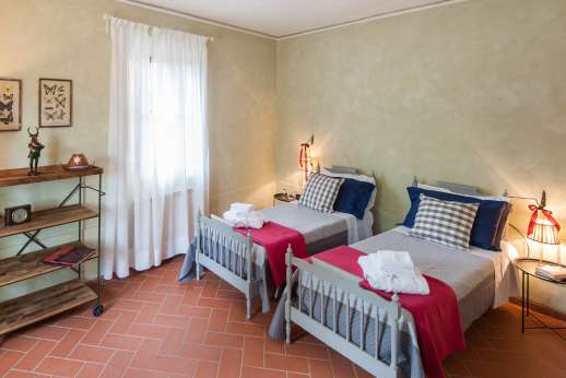 Weddings at Villa Atena - Twin bedroom.