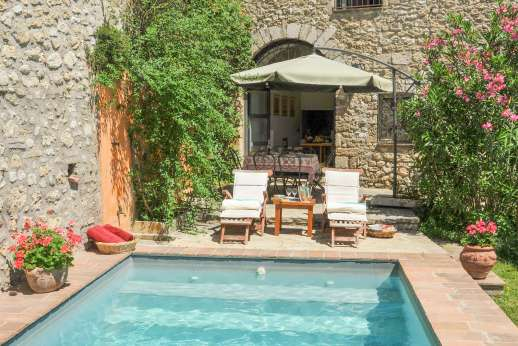 Casa del Poggio - Time to relax by the heated pool