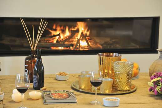 La Gemma Dorata - Take the chill of relax in front of a modern glassed fireplace