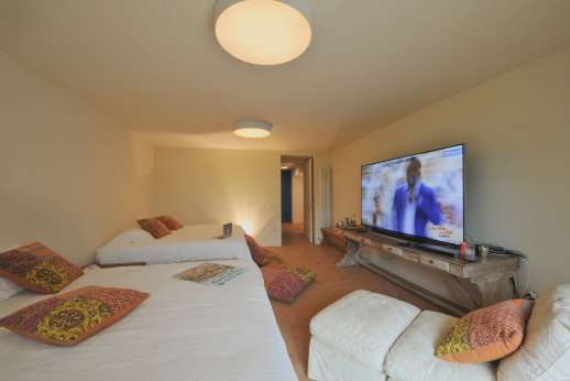 La Gemma Dorata - Lower ground floor double double bedroom with Large TV. Beds can be split into four.