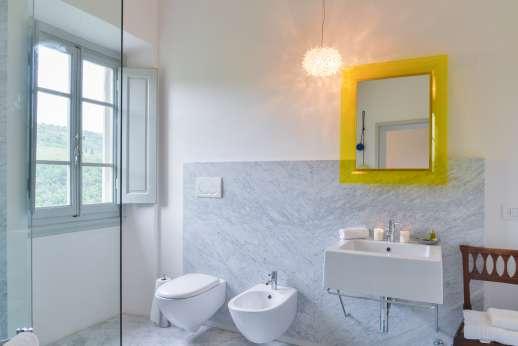 Villa Caprolo - An en suite bathroom.