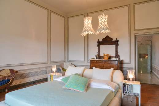 Villa Caprolo - Ground floor, double bedroom, with en suite bathroom