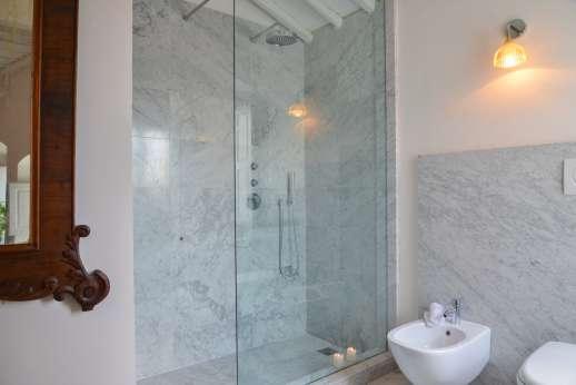 Villa Caprolo - First floor bathroom