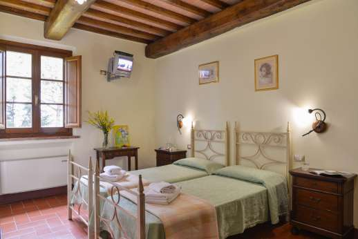 Il Renaccio (x 20 people) with Staff and Cook - Air conditioned twin bedroom convertible to a double,