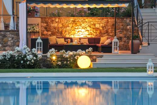 Podere Brogi - Outside is fully lit, allowing you to take advantage of the outdoors by night.