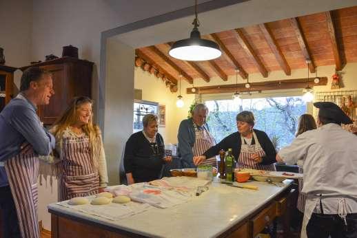 Podere Brogi - A pizza cooking lesson at the villa.