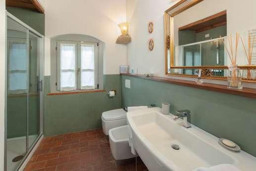 Podere Brogi - The en suite bathroom.