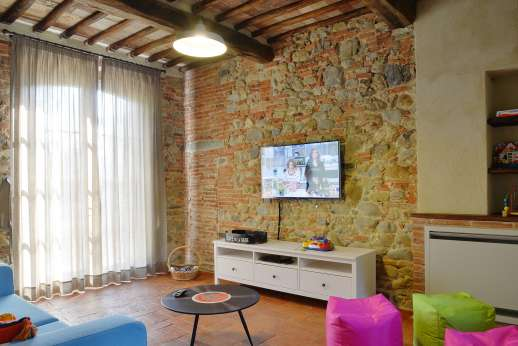 Podere Brogi - Play room with a large flat screen TV.