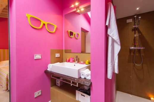 Podere Brogi - Guesthouse twin bedroom ensuite bathroom