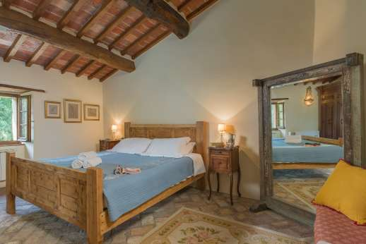 Crocci di Sotto - A double bedroom on the first floor with en suite bathroom.
