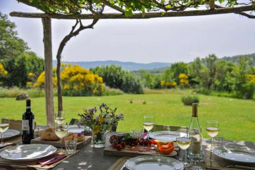 Casetta Termine - Peacefully set in Tuscany's ranching country, where sheep and long-horned Maremma cattle graze near vineyards and hill towns.