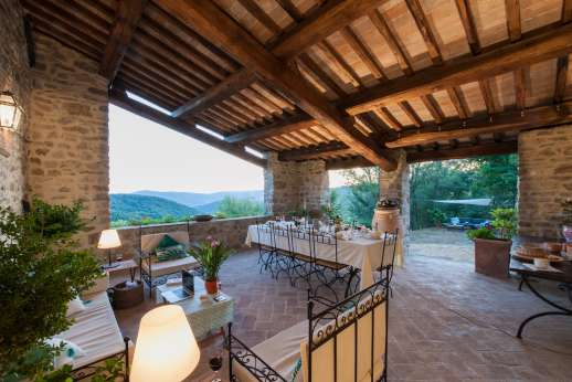 Bellona Di Sotto | 5 Bed Luxury Villa with Pool | Cortona - The large loggia opening out onto the magnificent views