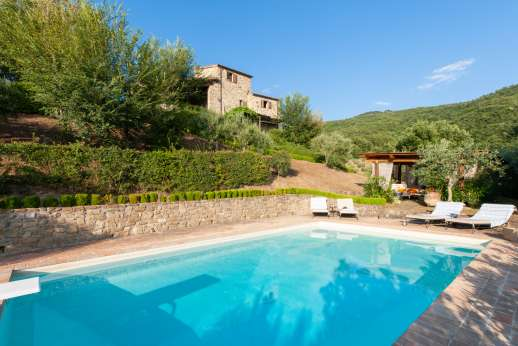 Bellona Di Sotto | 5 Bed Luxury Villa with Pool | Cortona The swimming pool, 5 x 10m/17 x 33 feet, has a depth of 1.2 - 2.5m with steps for entry/exit. Underwater lighting. Diving board. Outdoor shower.